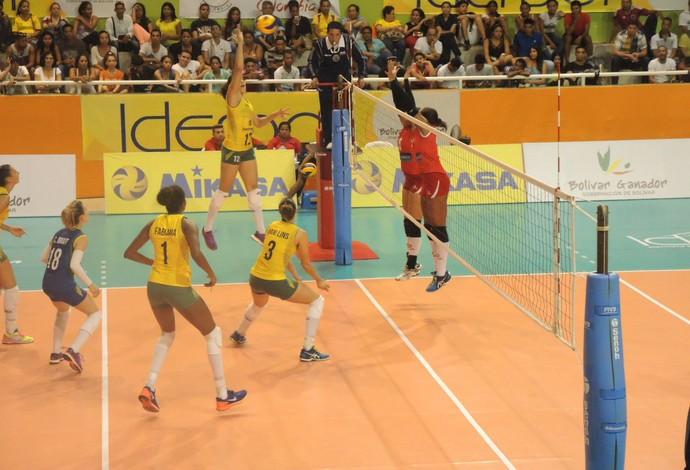 Natália Brasil x Peru vôlei Sul-Americano (Foto: Fabio Leme)