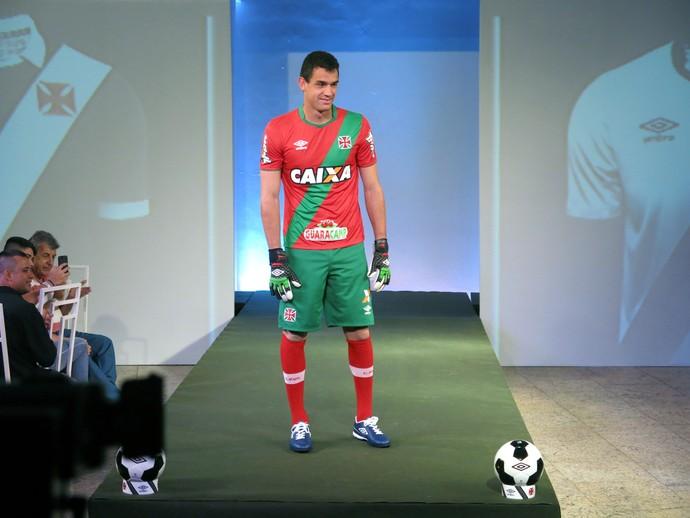 Vasco lança novos uniformes em evento concorrido na sede náutica ... a675c88ef1df0