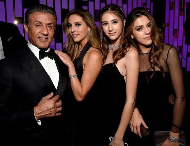 Sylvester Stallone com as filhas: Scarlet, Sophia e Sistine Stallone (Foto: Getty Images)
