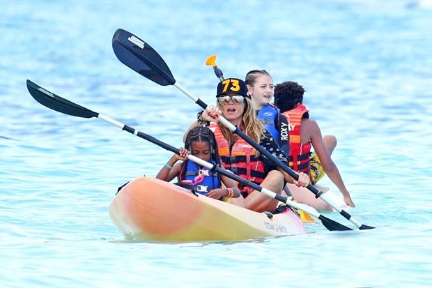 Heidi Klum e filhos no Caribe (Foto: GrosbyGroup)