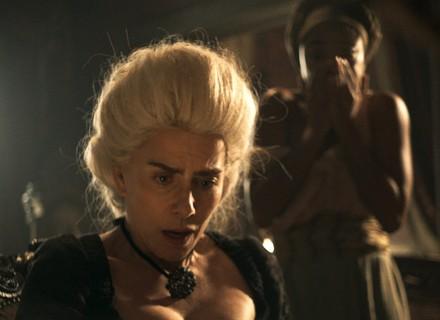 Dionísia encontra caixa com o dedo de Terenciano em seu quarto
