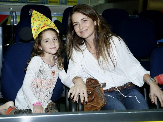 Claudia Abreu com a filha (Foto: Roberto Filho / AgNews)