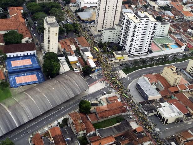 Protesto em taubaté - 13/03 (Foto: André Luis Rosa/ TV Vanguarda)