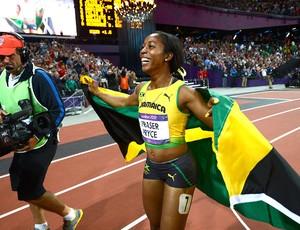 Shelly-Ann Fraser comemora vitória nos 100m atletismo (Foto: AFP)