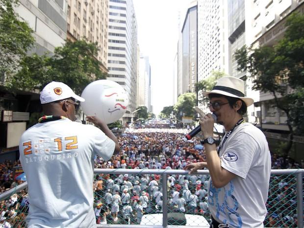 Cantores do Monobloco animam a multidão. (Foto: Ide Gomes/G1)