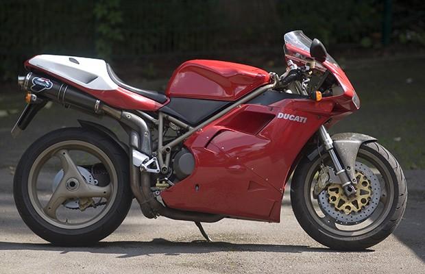 Ducati 916 era uma das melhores superesportivas dos anos 90 (Foto: Reprodução)