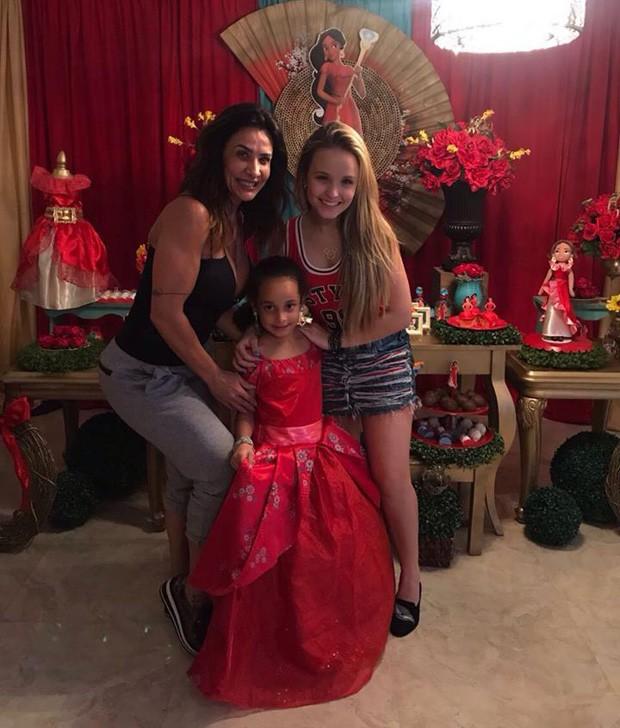 Scheila Carvalho, Giulia e Larissa Manoela (Foto: Reprodução)