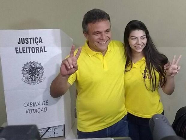 Zenaldo Coutinho vota em Belém (Foto: Alexandre Nascimento/ G1)