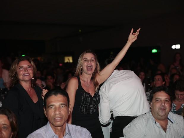Paula Burlamaqui em show no Rio (Foto: Felipe Panfili/ Divulgação)