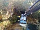 Motorista morre após veículo sair da pista e cair em córrego em Canela