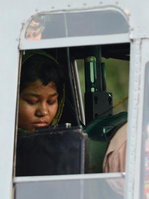 A garota cristâ Rimsha Masih em 8 de setembro de 2012 ao deixar a prisão em Rawalpindi, no Paquistão (Foto: AFP)