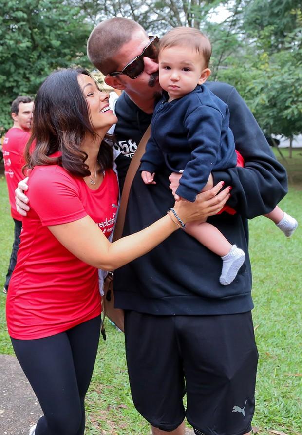 Suzana Alves com o marido Flavio Saretta e o filho Benjamin (Foto: Manuela Scarpa/Brazil News)