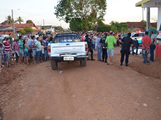 Homem foi morto próximo a mercado no dia do aniversário (Foto: Rogério Aderbal/G1)