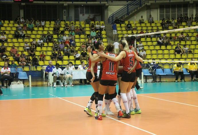 Jogadoras do Sesi-SP comemoram a vitória na Superliga (Foto: SM Press Assessoria Comunicação)