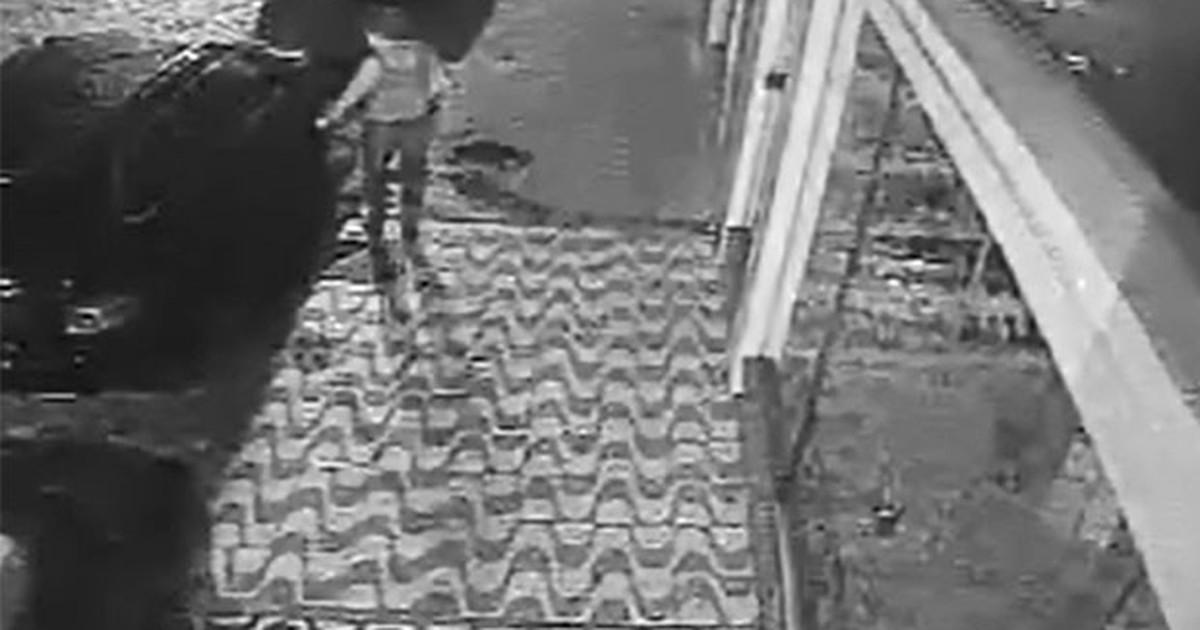 Vídeo flagra mulher riscando 30 carros em Guaxupé; assista - Globo.com
