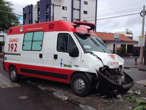 Veículo estava a caminho de um outro acidente (Foto: Renata Torres/TV Asa Branca)