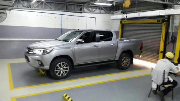 Nova Toyota Hilux vaza na internet (Foto: Reprodução)