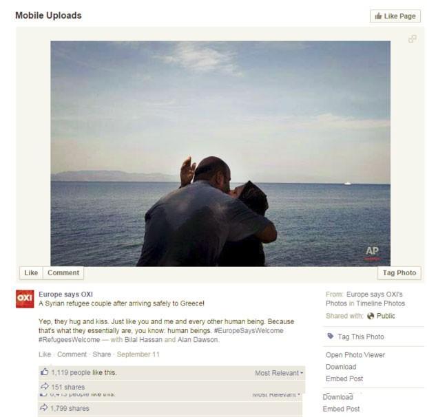 Uma foto da agência de notícias Associated Press mostrando um casal aos beijos após chegar à Grécia também movimentou o Facebook (Foto: BBC)