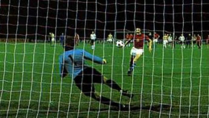 Antonin Panenka penalti cavadinha Eurocopa 1976 (Foto: Reprodução)