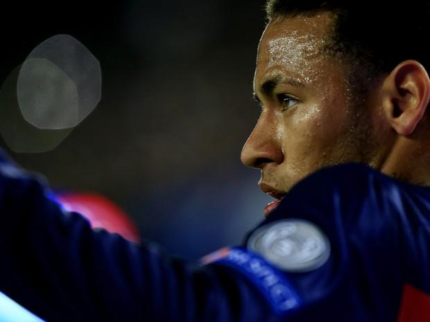 Neymar em ação pelo Barcelona (Foto: Pau Barrena/AFP)
