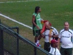 Araújo treino Fluminense (Foto: Marcelo Baltar / Globoesporte.com)