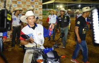 Francisco de Assis, de Tarauacá, é o campeão do rodeio da Expoacre 2015