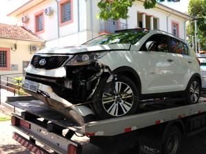 Carro da família levado pelos suspeitos durante o assalto (Foto: Luis Corvini/EPTV)