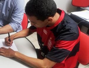 Flamengo assina com Rafinha, e multa para clubes de fora é de R$ 130 milhões