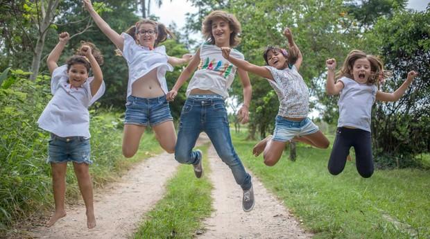 Gruta da Cuca crianças pulando (Foto: Divulgação/Gruta da Cuca)