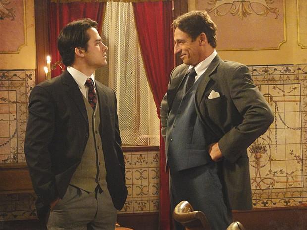 Frederico provoca Luciano e diz vai fazer o teste com ele (Foto: Lado a Lado / TV Globo)