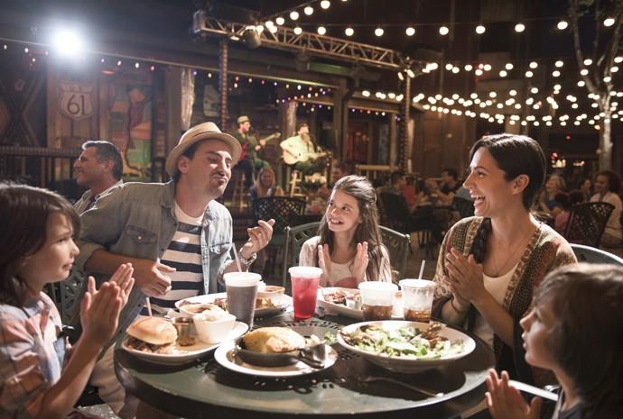Que tal um jantar com música para alegrar toda a família (Foto: Divulgação)