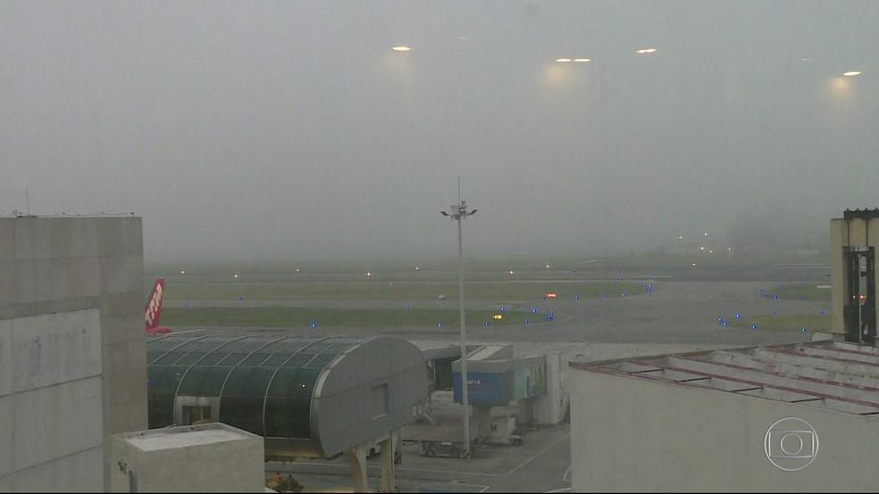 No domingo (28), o Aeroporto Santos Dumont ficou fechado por mais de 8 horas. (Foto: Reprodução/ TV Globo)