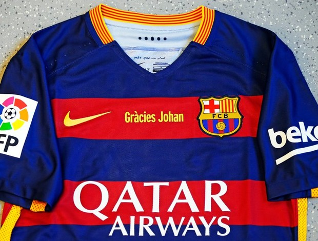5b07aebf7a Barcelona exibe camisa personalizada para o clássico em homenagem a ...