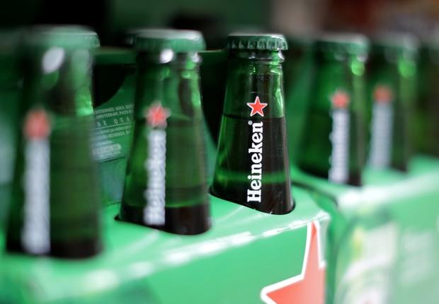 Cervejas da Heineken vistas em mercado na França (Foto: Eric Gaillard/Reuters)