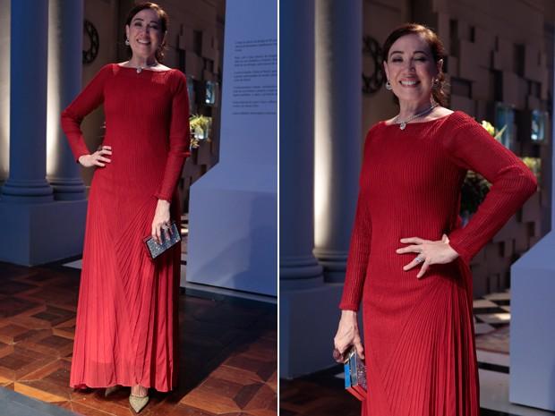 Marta se destaca com vestido longo vermelho (Foto: Artur Meninea/Gshow)