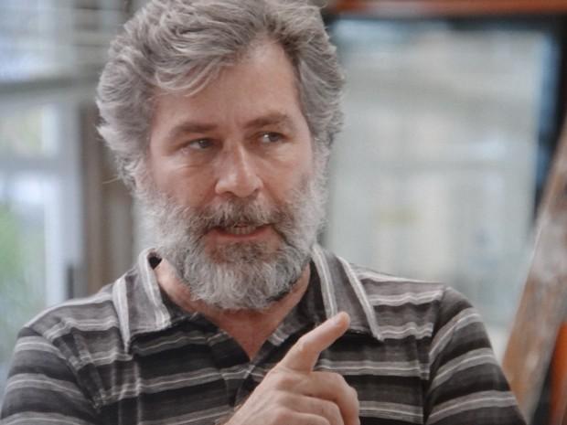 Manuel fica irritado ao descobrir mentira de Itália (Foto: Gshow)