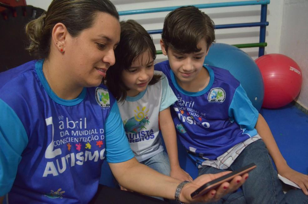 Adely diz não desistir e busca estimular independência dos filhos (Foto: Fabiana Figueiredo/G1)