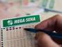 Mega-Sena de hoje pode pagar R$ 14 milhões (Caio Kenji/G1)