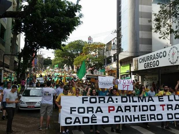 Em Foz do Iguaçu, manifestantes fizeram uma passeata pelo Centro da cidade. (Foto: Claodemir Balotin / Arquivo pessoal)