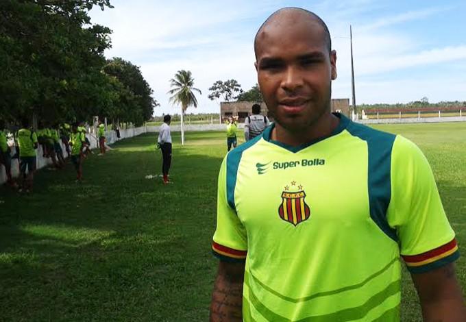 Zagueiro Paulo Sérgio volta após lesão (Foto: Afonso Diniz/GloboEsporte.com)