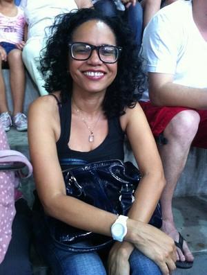 A cantora Teresa Cristina acompanha Rio x Vôlei Futuro na capital carioca  (Foto: Reprodução / Twitter)