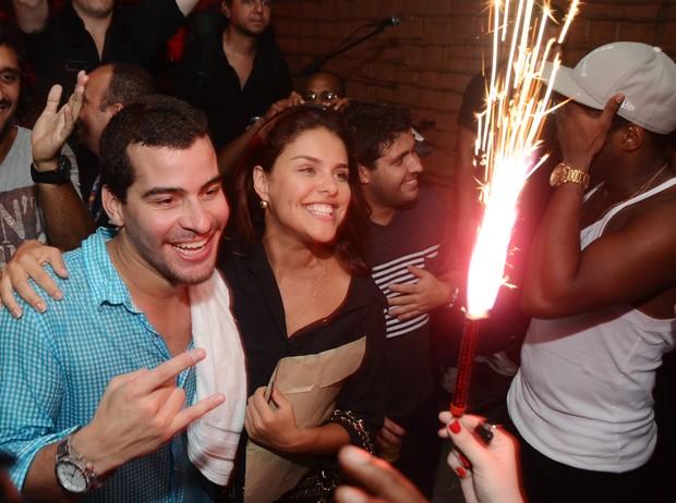 Thiago Martins e Paloma Bernardi comemoram um ano de namoro em show no Rio (Foto: Ari Kaye/ Divulgação)