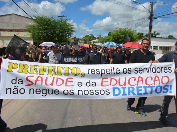 Professores da rede municipal protestam em Santa Rita (Foto: Walter Paparazzo/G1)
