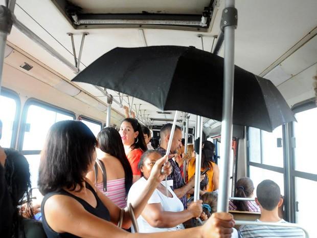 Image result for abrir guarda chuva dentro do carro