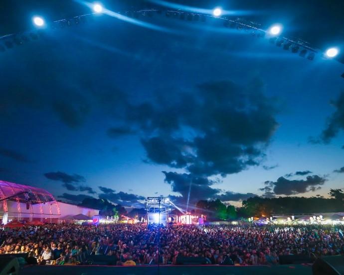 Planeta Atlântida reúne cerca de 90 mil pessoas duas noites (Foto: Jefferson Bernardes/Agência Preview )