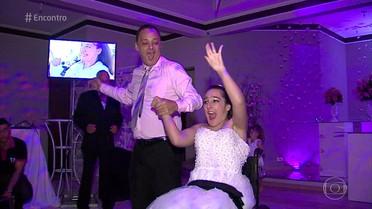 Menina com paralisia cerebral ganha festa de 15 anos digna de princesa