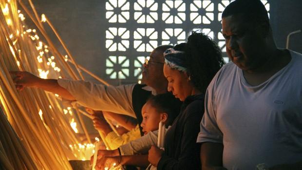 Católicos celebram Dia da Padroeira na Basílica (Carlos Santos/G1)