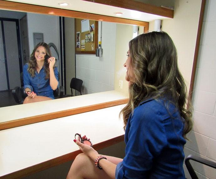 Juliana Paiva entrega o que gosta de usar na hora de fazer a make (Foto: Carolina Morgado/Gshow)