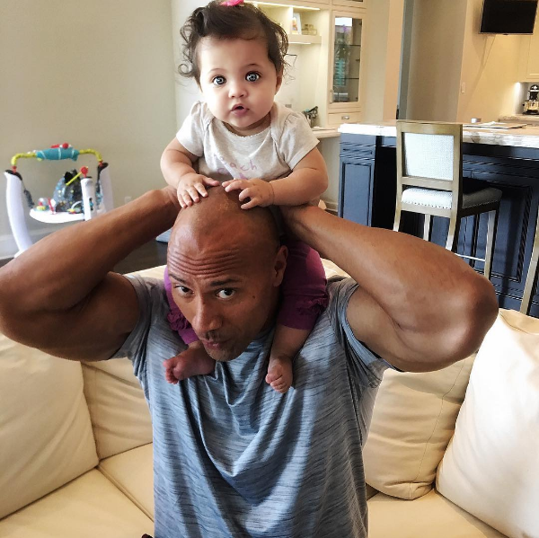 O ator Dwayne 'The Rock' Johnson com a filha (Foto: Instagram)