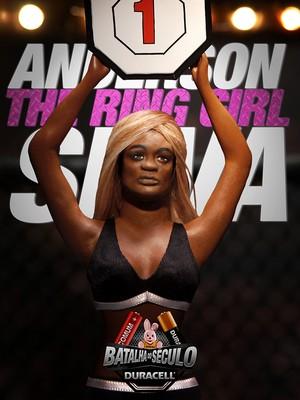 Anderson Silva vira ring girl em comercial da Duracell (Foto: Divulgação)